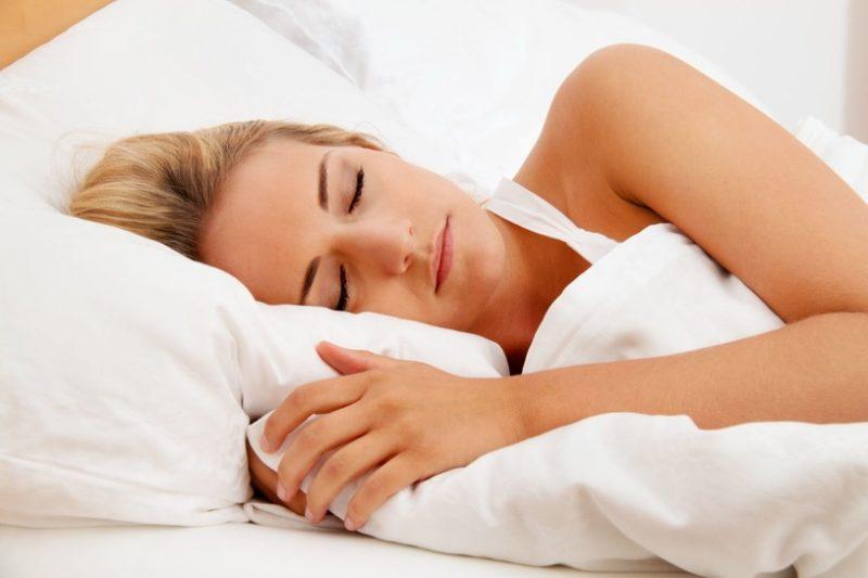 Quand dormir sur le côté est-il un bon choix et quand peut-il faire mal